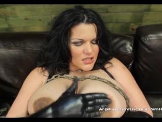Angelina Castro dai seni colossali controlla i cazzi!