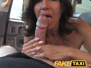 Faketaxi Hot Milf Med store bryster gør anal
