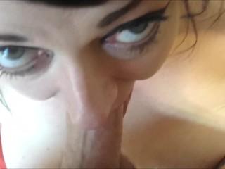 Тя може да диша Дик! Throatfuck Pov огромен хуй изпразване при огромни цици!