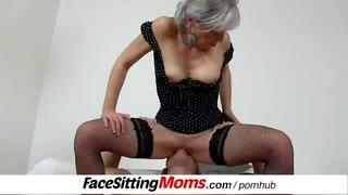 Horké nohy zralá žena Beate a její submisivní kámoška
