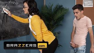 Brazzers - Une grosse bite étudiante baise le cul Jennifer White