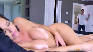 La mère chaude Veronica Avluv aime la grosse bite - Brazzers