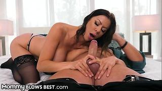 Mommyblowsbest - Alexis Fawx Admira y devora la polla de mi esposo