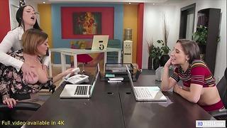 Girlsway - Fare sesso in culo per ricevere il lavoro - Abella Danger, Angela White + Krissy Lynn
