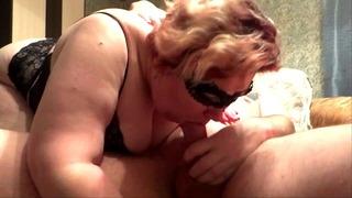 Русский Milf Дует член со спермой в рот