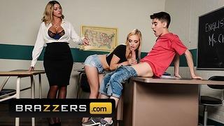 L'insegnante fa una cosa a tre con due studenti fortunati - Brazzers