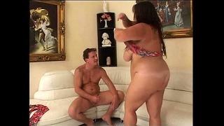 Egy fiúnak jó fasza van egy hihetetlen kövér hölggyel